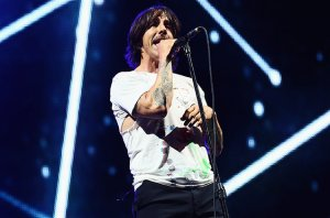 anthony-kiedis-Red-Hot-Chili-Peppers-2014-billboard-650_0